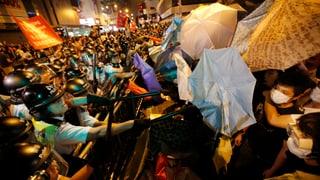Regenschirme und Schlagstöcke: Hongkong dreht sich im Kreis