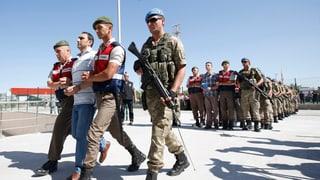 Türkei fertigt fast 500 Angeklagte in einem Prozess ab