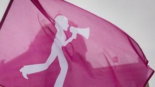 Tausende Frauen demonstrieren gegen Francos Erbe