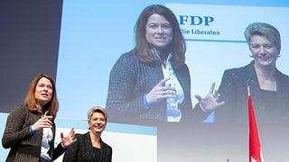 Die FDP-Delegierten feiern Bundesrätin Karin Keller-Sutter