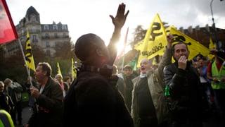 Hunderttausende demonstrieren gegen Regierungspläne