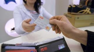 Kreditkarte im Ausland: Lokale Währung wählen (Artikel enthält Audio)