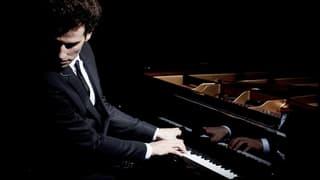 David Greilsammer – Pianist, Dirigent, Brückenbauer