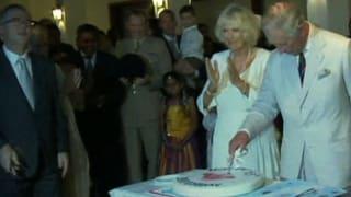 Prinz Charles feiert ohne royale Manieren