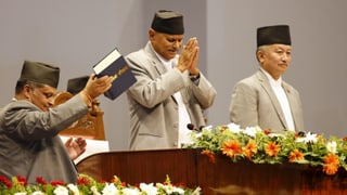 Nepal daventa ina democrazia