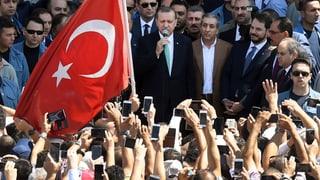 Woher kommt die bedingungslose Erdogan-Verehrung? – Historiker Hans-Lukas Kieser über den Rückgriff auf Sultan- und Khalif-Figuren.