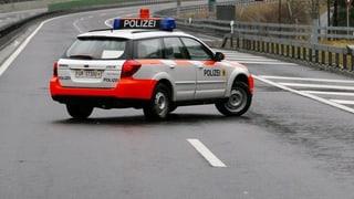 Die A2 und die Kantonsstrasse in Uri sind wegen umgestürzter Bäume gesperrt.