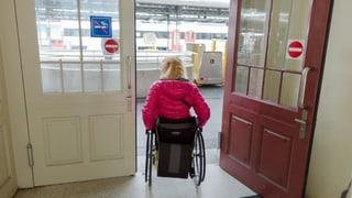 Nicht rollstuhlgerecht: Bahnbetreiber schliessen Haltestellen
