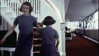 Tanzen, hüpfen, schaukeln: So hat man die Queen noch nie gesehen