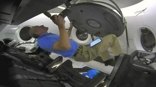 ISS-Besatzung betritt das Raumschiff «Crew Dragon»