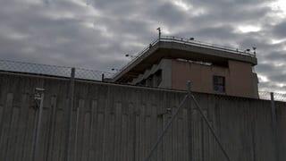 Haftbedingungen in Champ-Dollon verletzen Menschenwürde