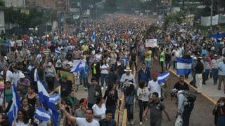 Tausende Honduraner fordern Sturz des Präsidenten