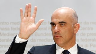 Cussegl federal vul spargnar plirs 100 milliuns francs
