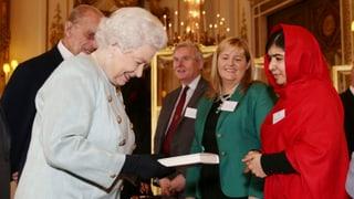 Queen empfängt Menschenrechtlerin Malala
