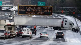 Glatteis und über 700 Unfälle: Megastau legt Atlanta lahm