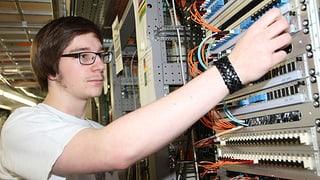Informaticra/informaticher (Artitgel cuntegn video)