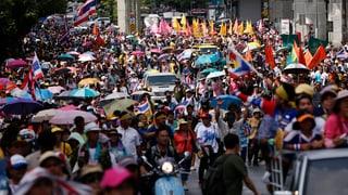 Erneut protestieren Tausende auf Bangkoks Strassen