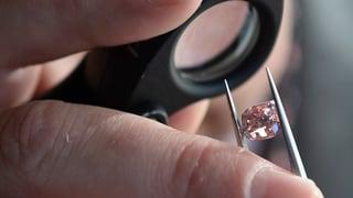 Pinkfarbene Diamanten erzielen Millionenerlöse