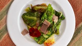 Frühlingssalat mit Siedfleischstreifen und Meerrettichschaum