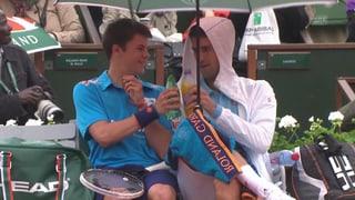 Novak Djokovic macht Balljungen glücklich
