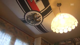 Was macht eine Reichskriegsflagge in Freysingers Büro?