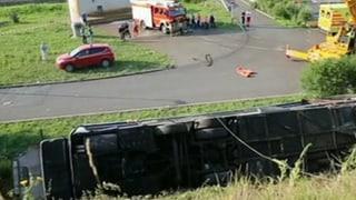 Tote und Verletzte: Busunglück auf Autobahn bei Dresden