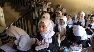 Millionen von Mädchen dürfen heute zur Schule. Der der Trend ist rückläufig, wie ein Expertenbericht zeigt.