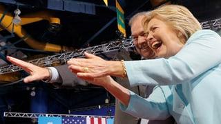 Hillary Clinton gerät vor der Krönung ins Schleudern