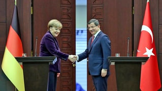 Merkel in der Türkei – Nato soll Schlepper bekämpfen