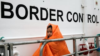 In Seenot geratene Migranten sollen weiterhin gerettet werden. Die EU verlängert die Operation «Sophia» bis Ende 2018 – trotz Kritik aus Italien.