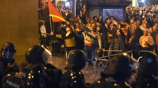 Demonstrants naziunalistics assaglian parlament macedon
