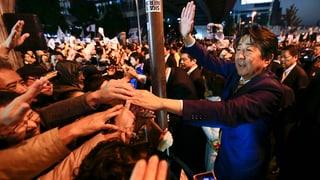 Abe gewinnt die Wahlen in Japan