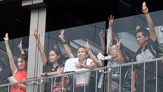 Thais protestieren mit Geste aus «Hunger Games»