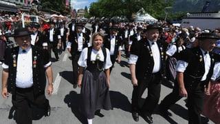 Video ««Potzmusig unterwegs»: Umzug zum Eidgenössischen Jodlerfest Davos» abspielen