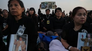 Thailand steht still zu Ehren Bhumibols