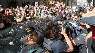 Die spanische Polizei hat am Mittwoch 14 katalanische Separatisten verhaftet und neun Millionen Wahlzettel beschlagnahmt.