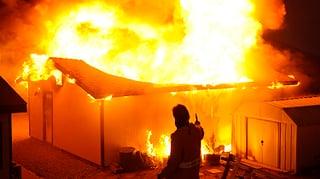 Hunderte Kalifornier fliehen vor Waldbränden