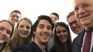 Video «7 Studenten und 1 Wirtschaftsminister» abspielen