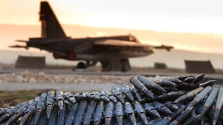 Bombardieren und Reden: Russlands Strategie in Syrien