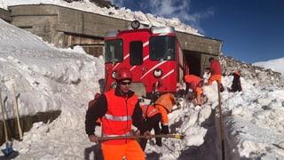Tren è charrà en lavina al Pass Alpsu