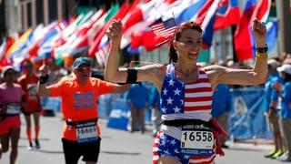 Teilnehmer und Zuschauer erobern Boston-Marathon zurück