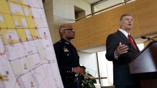 Policists mazzads a Dallas - tregant è identifitgà