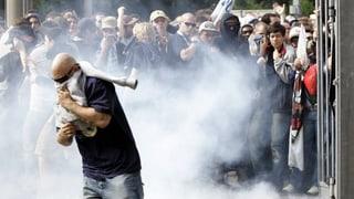 Mit Videokameras und Informanten aus der Szene gegen Hooligans