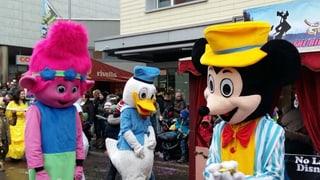 Goldau in den Händen von Micky und Donald