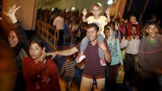 Griechenland holt tausende Flüchtlinge aufs Festland