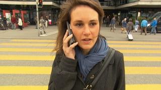 Video «Surfend auf dem Zebrastreifen: Fussgänger in Gefahr» abspielen
