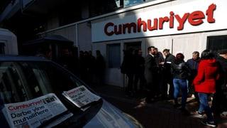 Lesen Sie hier mehr über den Prozess gegen «Cumhuriyet».