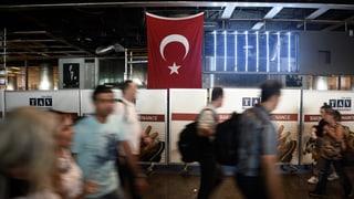 Attatga sin l'eroport ad Istanbul: Dumber d'unfrendas crescha