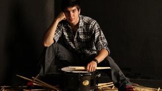 Beim Schlagzeugspielen sind die Pausen wichtiger als die Schläge