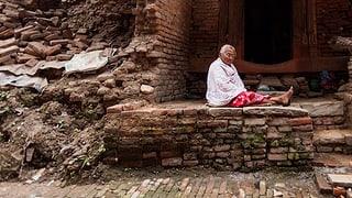 Reconstrucziun en il Nepal è bloccada